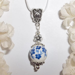 Blue & White Flower Necklace Pendant Gift NWT 4782